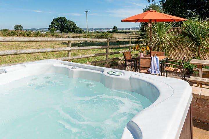 Estuary View Hot Tub Cottage