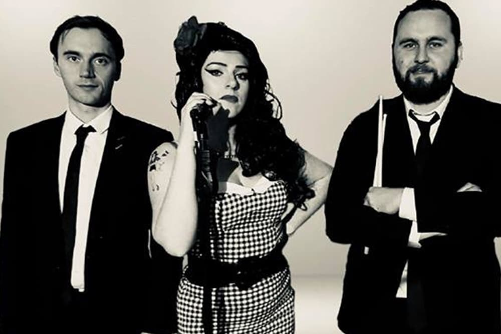 Amy Winehouse tribute Cofton - holiday park entertainment - Cofton Holidays