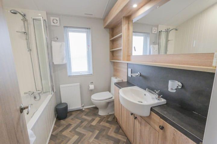 Kingfisher Dog Friendly Lodge Bathroom