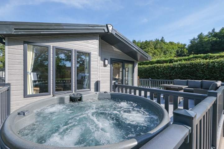 KingFisher Dog Friendly Lodge Hot Tub